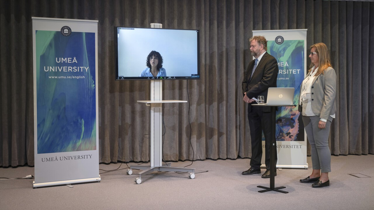 Emmanuelle Charpentier joined the press conference online from Berlin. Ola Nilsson, Communications Officer at the Faculty Office of Medicine, hosted the event and had Katrine Riklund, Pro-Vice-Chancellor, by his side.