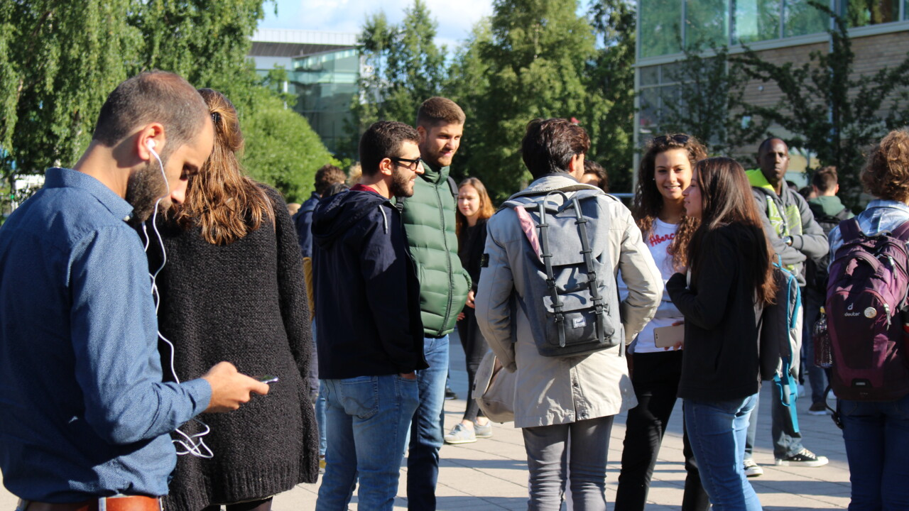 Students outside of the Universum building, Campus Umeå.